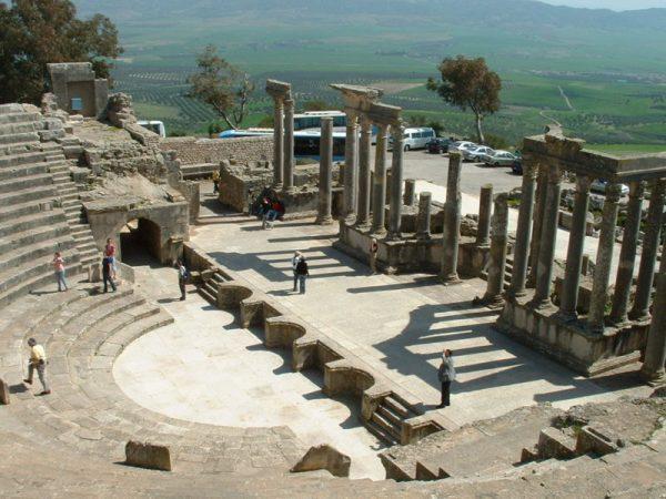 Руины театра в Дугге