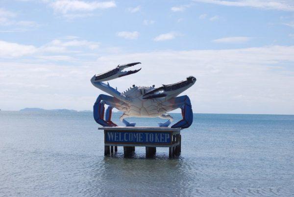 Скульптура в виде краба на побережье Кепа