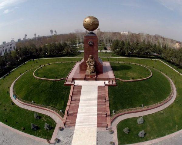 Памятник Независимости Узбекистана
