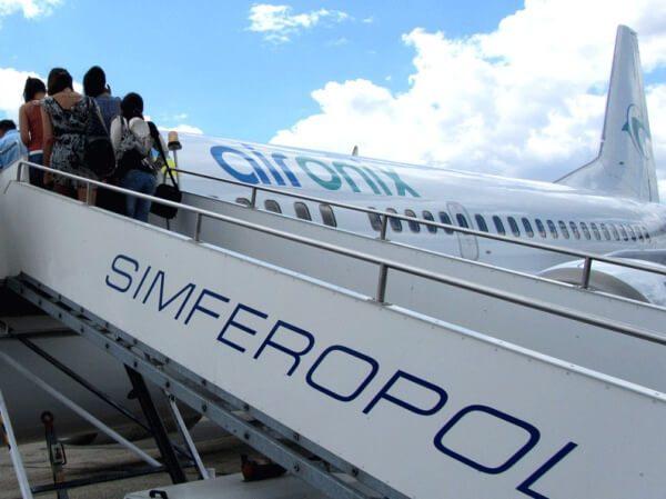 Трап самолёта с надписью Simferopol