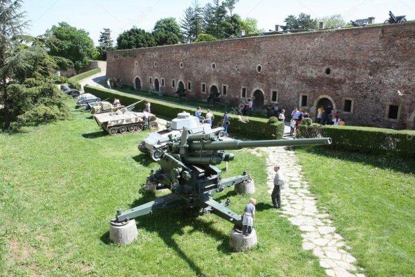 Зенитные установки в музее Белграда