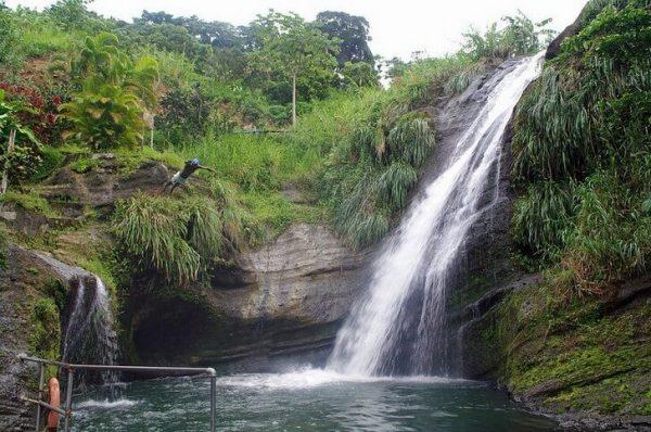 Величественный водопад Конкорд