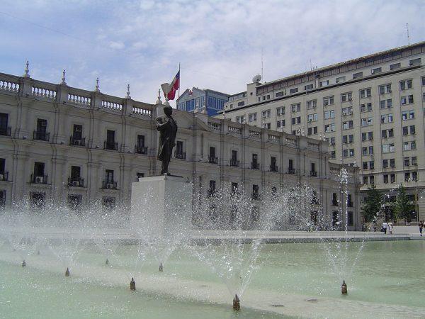 Вид на дворец со стороны площади Граждан