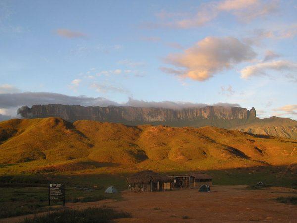 Вид на гору Рорайма со стороны Венесуэльского плато