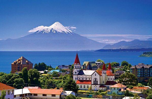 Вид на Пуэрто-Варас в Чили