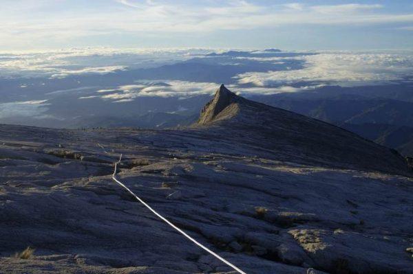 Вид на вершину горы Кинабалу