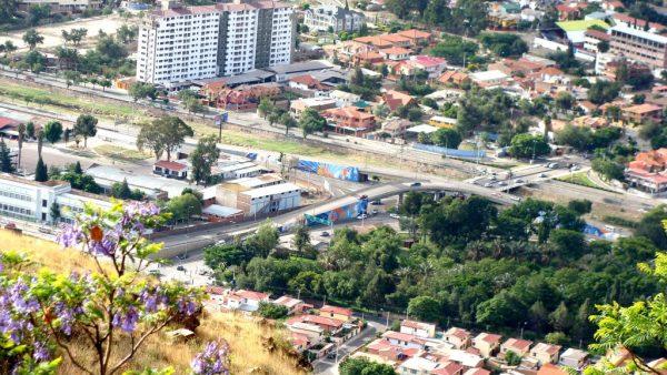 Вид с холма на город Кочабамба