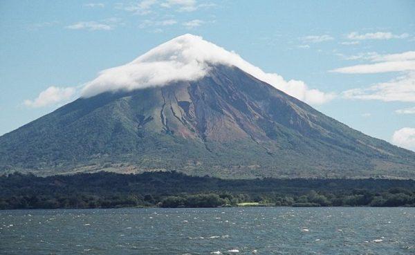Вулкан Момбачо