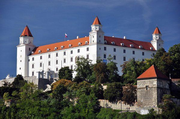 Замок Братиславский Град в столице Словакии
