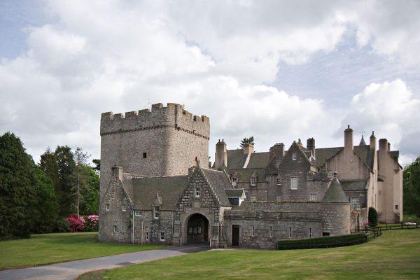 Замок Драм в Шотландии