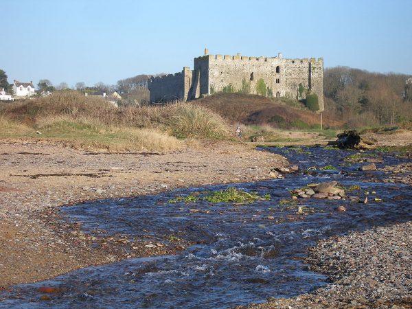 Замок Мэнорбир в Уэльсе
