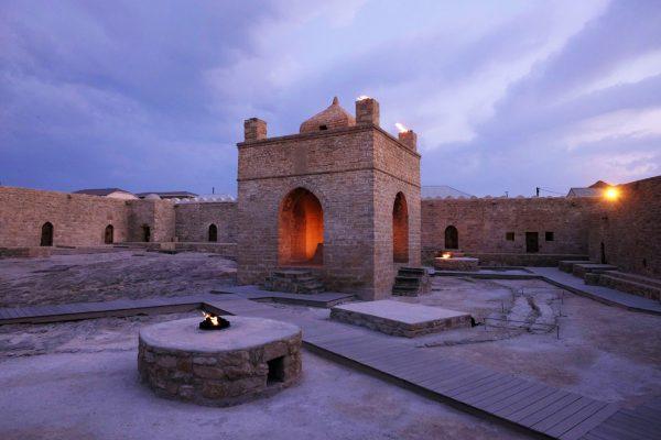 Храм огня Атешгях недалеко от Баку