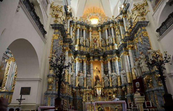 Главный алтарь Фарного костёла