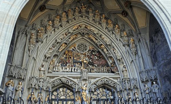 Барельеф над входом в Бернский кафедральный собор