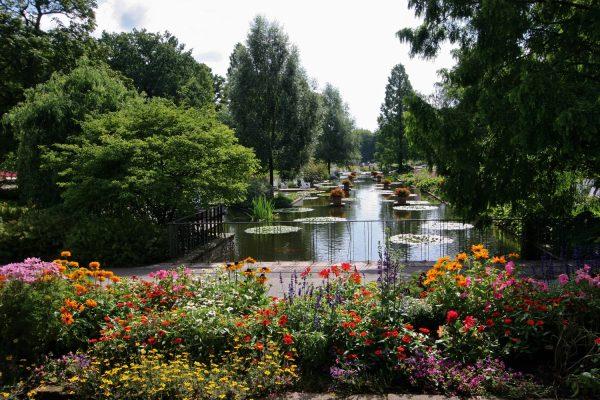 Ботанический сад Плантен ун Бломен