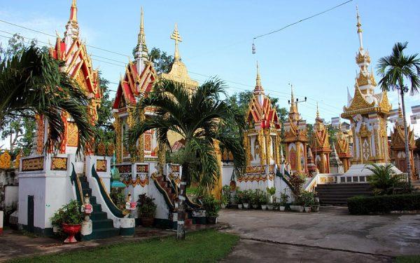 Буддистские храмы в городе Пакси