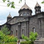Церковь Сурб Йот Верк снаружи