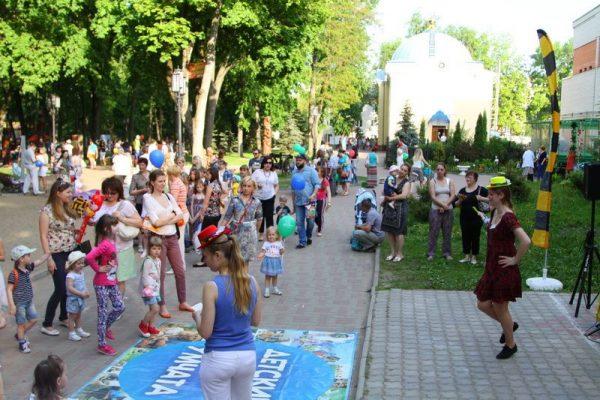 Детский праздник в парке-музее им. А. К.Толстого в Брянске
