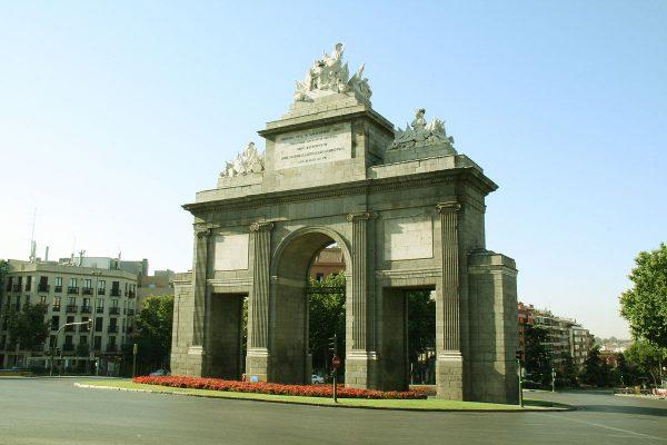 Ворота Толедо в Мадриде