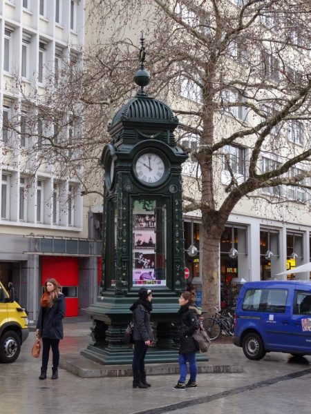 Часы на площади Крёпке в Ганновере