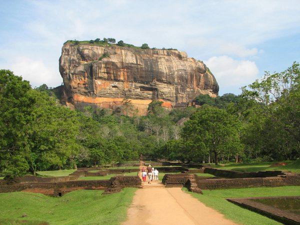 Гора Сигирия в центре острова Шри-Ланка