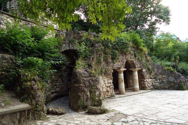 Грот Дианы в парке «Цветник»
