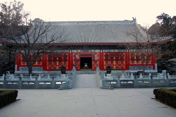Храм в парке Сяншань