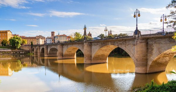 Каменный мост (Пуэнте де Пьедра) в Сарагосе