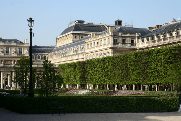 Королевский дворец в Париже