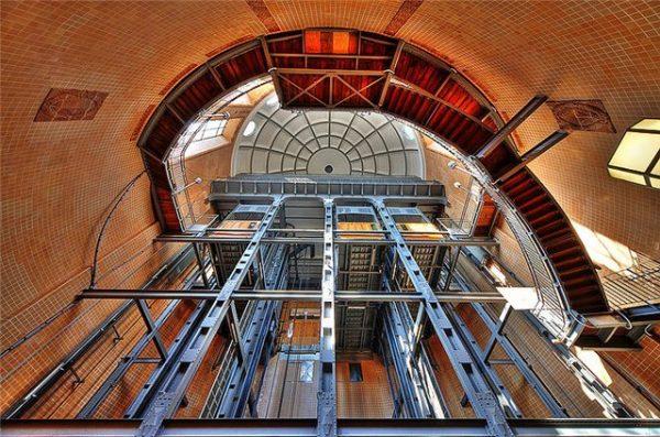 Лифт тоннеля под Эльбой