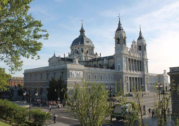 Кафедральный собор Альмудена в Мадриде
