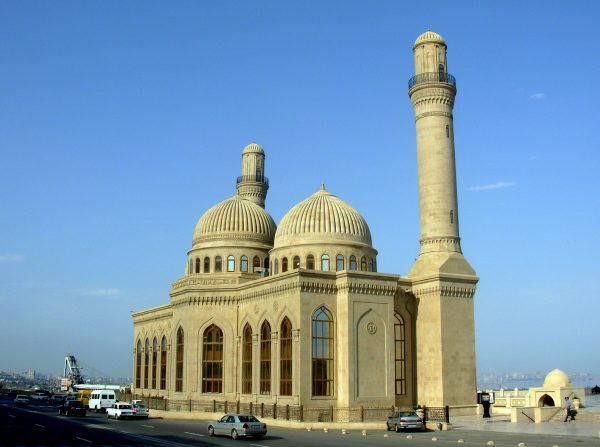 Мечеть Биби-Эйбат на берегу Бакинской бухты