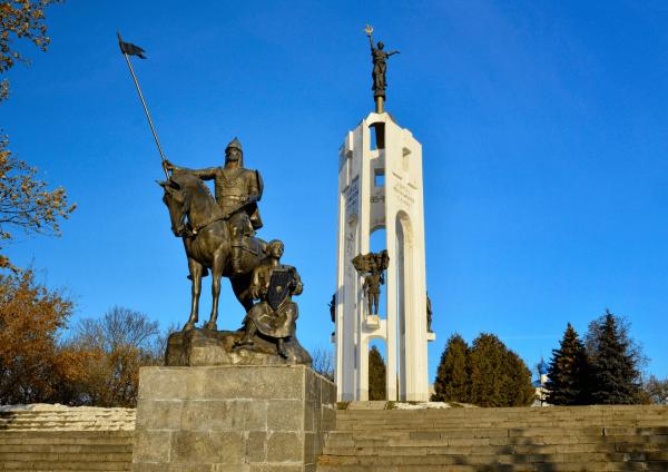 Мемориальный комплекс на Покровской горе в Брянске