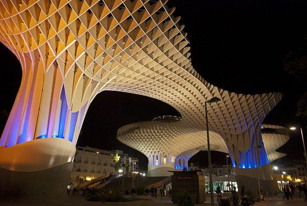 Метрополь Парасоль ночью в Севилье