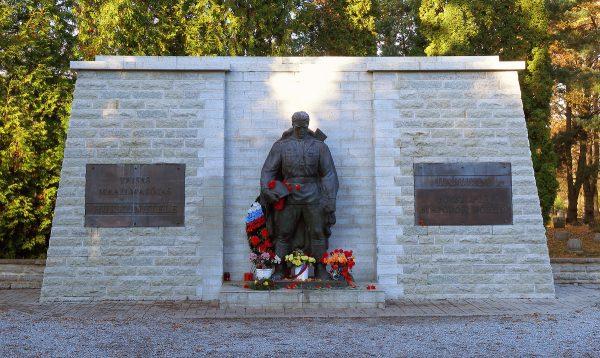 Монумент «Бронзовый солдат» в Таллине