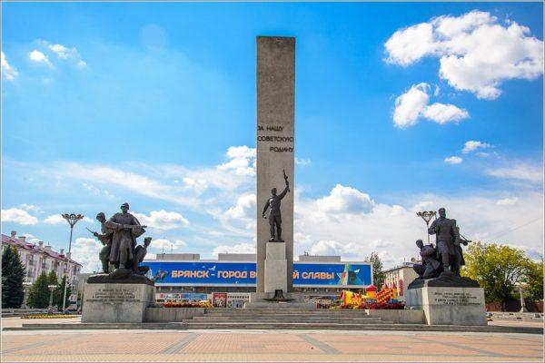 Монумент на площади Партизан в Брянске