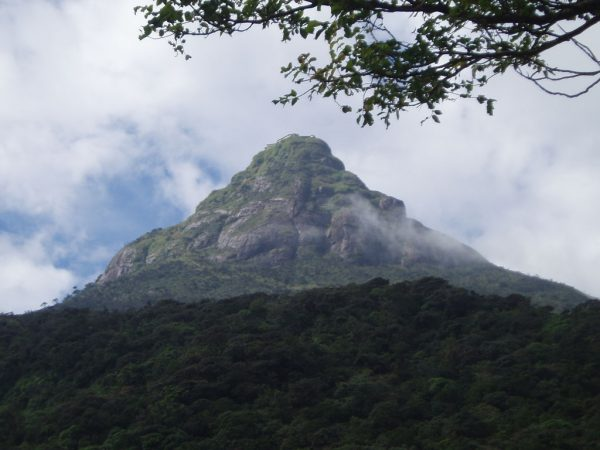 Гора Адамов Пик в Шри-Ланке