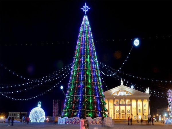 Новогодняя ёлка на Октябрьской площади