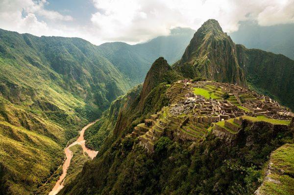 Город Мачу-Пикчу среди джунглей