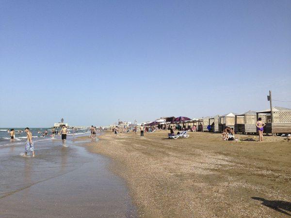 Один из пляжей Мардакяна недалеко от Баку