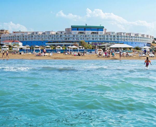 Один из пляжей Новханы недалеко от Баку