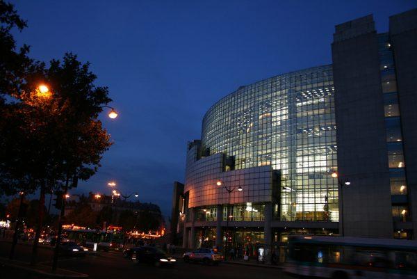 Опера Бастилии вечером