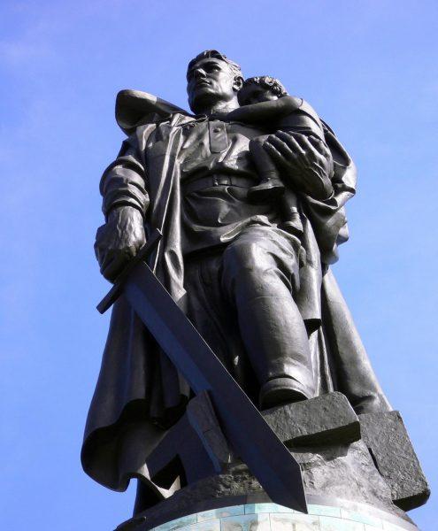 Памятник Воину-освободителю в Трептов-парке Берлина