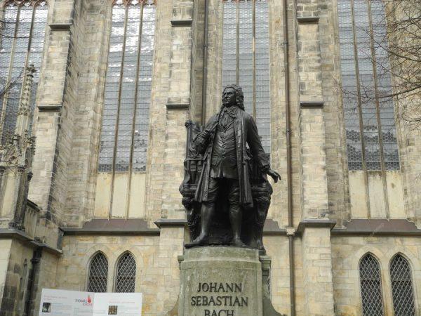 Памятник Иоганну Баху