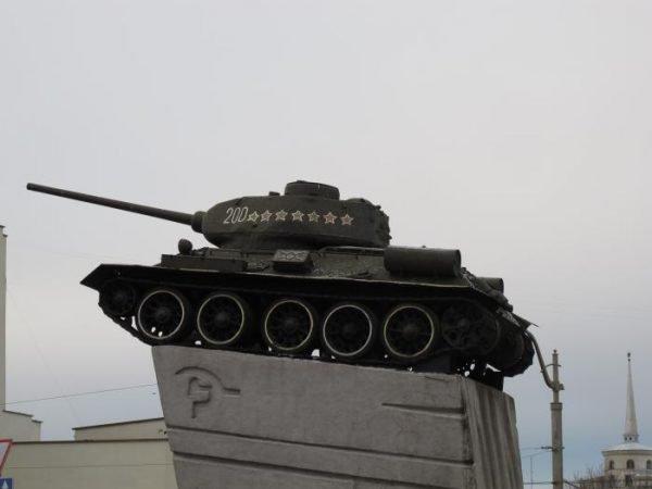Танк на Советской площади Гродно