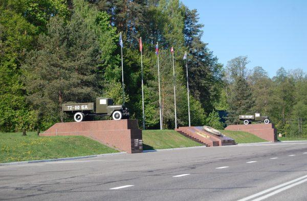 Памятник воинам-водителям при въезде в Брянск