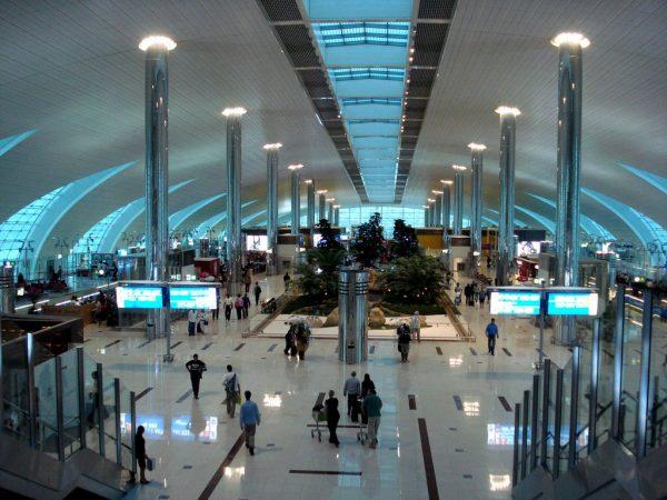 Зал в аэропорту Дубая