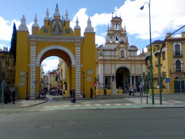 Пуэрта-де-ла-Макарена в Севилье