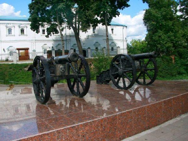 Пушки на Покровской горе в Брянске
