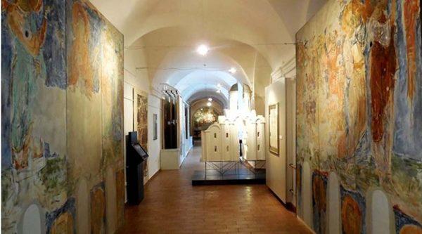 Экспозиция стенописи Спасо-Преображенской церкви